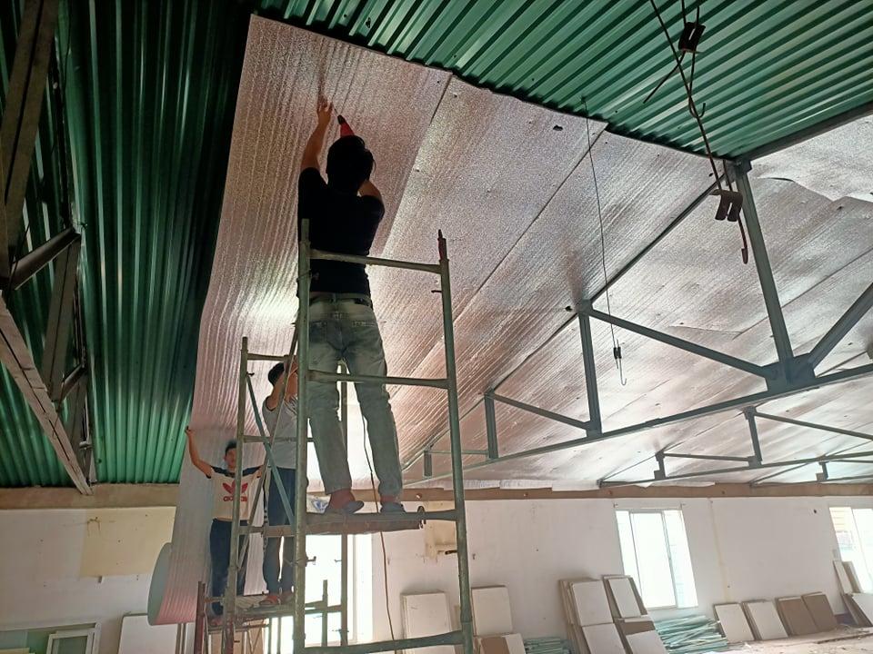 Làm trần thạch cao nhà xưởng kết hợp chống nóng trần OPP