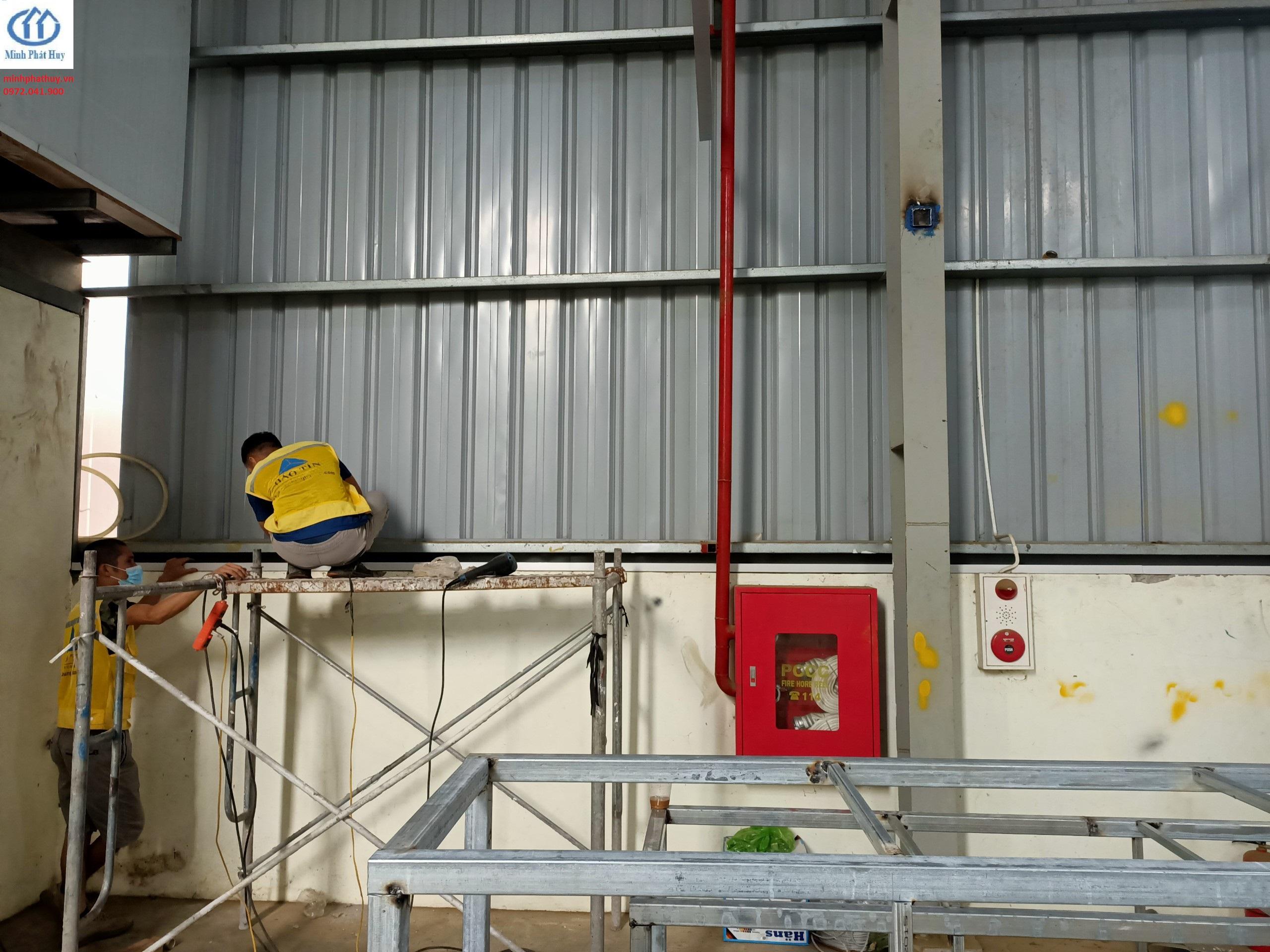 Thợ thi công vách Panel nhà xưởng tại Vĩnh Phúc